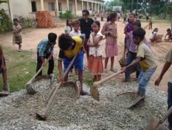 トゥールチャン小学校建設中