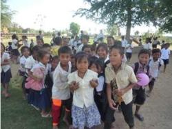 トゥールチャン小学校嬉しそうな子供たち