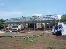 ロールチュルッ小学校建設途中の校舎全景