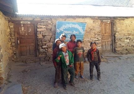 シュリー・サンダール・シェルパ小学校の外観